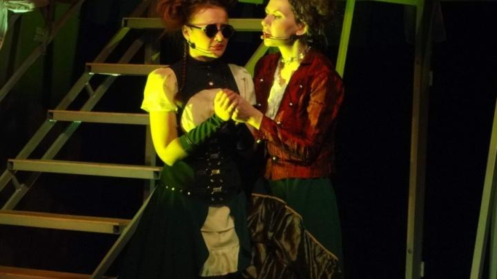 В Волгограде незрячая актриса сыграла на сцене казачьего театра