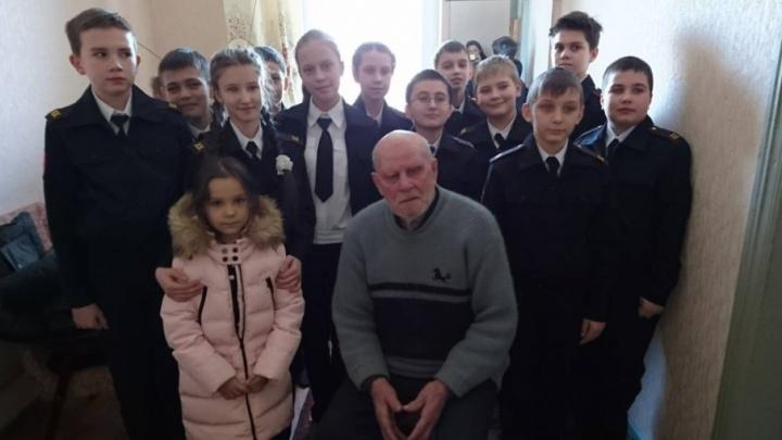 В Волгограде ветеран войны замерзает в холодном доме без туалета