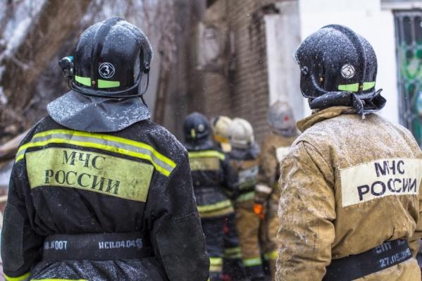 На месте работали 12 спасателей