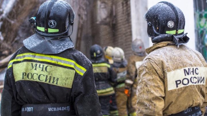 В Самарской области пожарные 2 часа боролись с крупным возгоранием