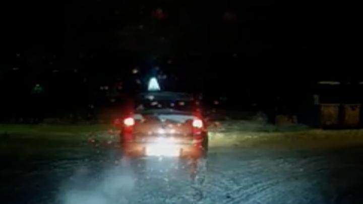 Пойми меня, если сможешь: водитель с правым поворотником лихо завернул налево