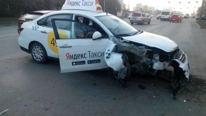 Челябинскому таксисту, из-за усталости которого погиб пассажир, грозит до пяти лет тюрьмы