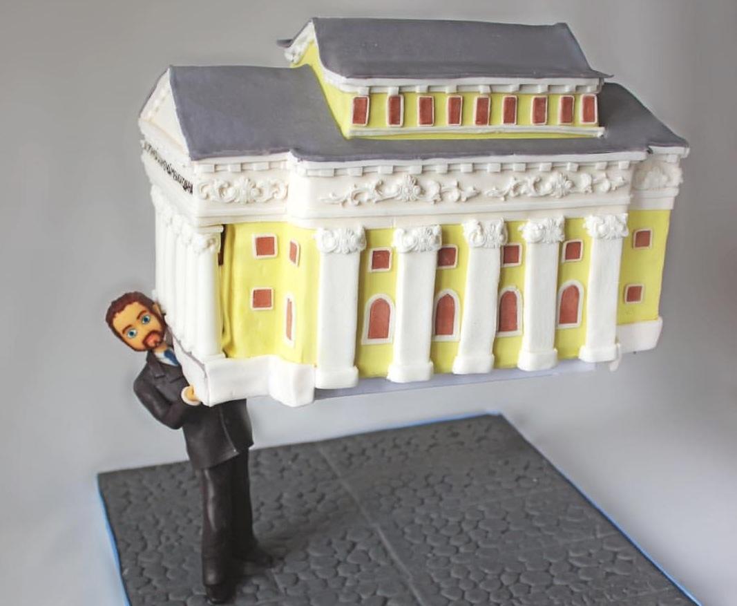 А этот торт попросили сделать одному известному челябинцу, имя не разглашается