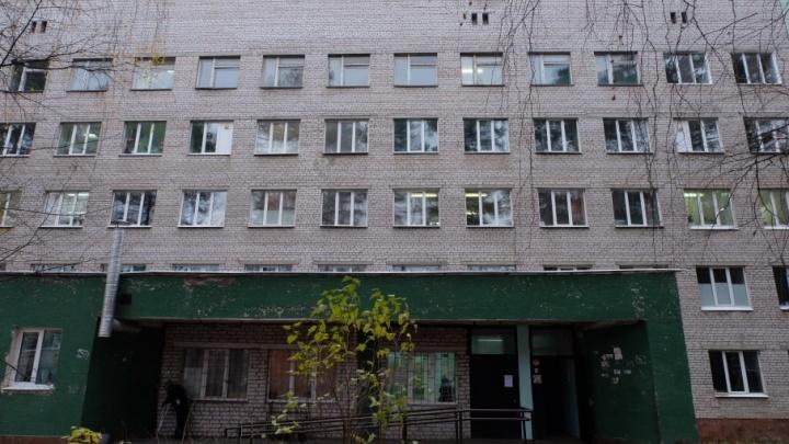 «По ее мнению, от терапии ему было хуже»: в Краснокамске осудили женщину, сын которой умер от ВИЧ