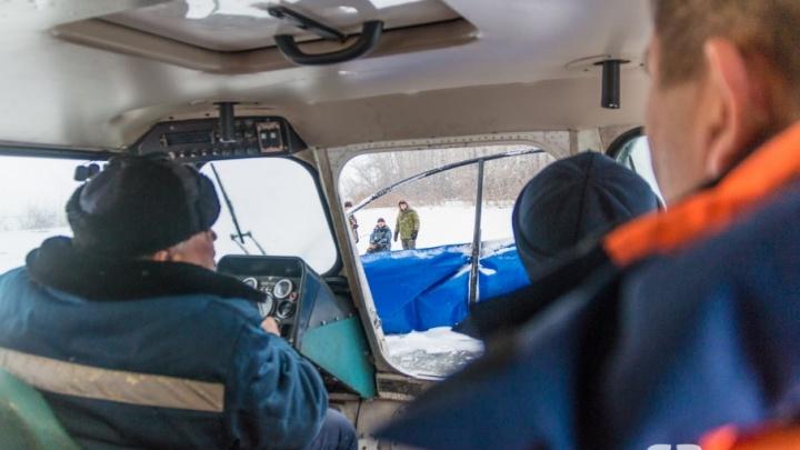 «У нас рыбацкого стажа полвека»: инспекторы ГИМС проверили любителей зимней ловли