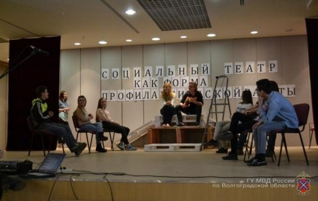 В Волгограде будут бороться с наркоманией и ВИЧ с помощью социального театра
