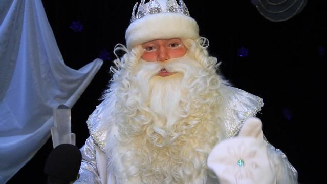 «ЛУКОЙЛ-Пермнефтеоргсинтез» подарил детям новогодний бал и встречу с Дедом Морозом