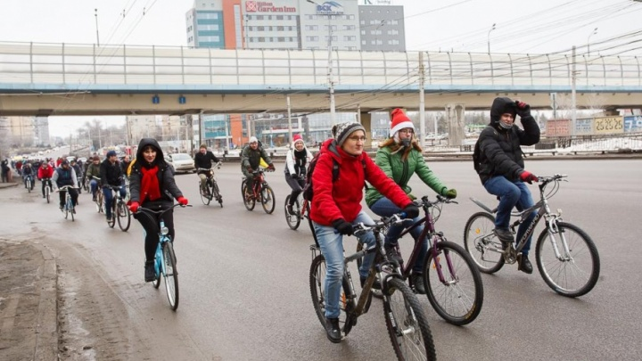 По центру Волгограда проехали сотни велосипедистов