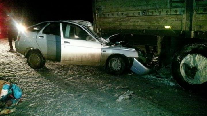 На трассе Кукуштан — Чайковский ВАЗ въехал в стоящий на дороге грузовик