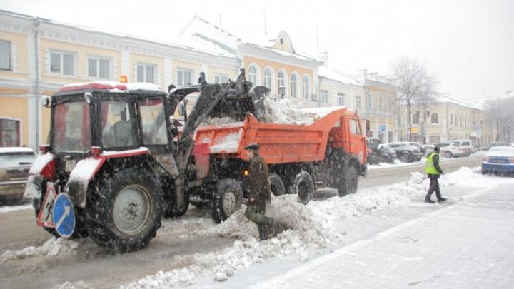 Власти подсчитали, сколько кубометров снега вывезли коммунальщики из Ярославля