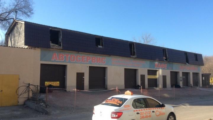 На автомойке-кальянной возле шоколадной фабрики демонтировали второй этаж