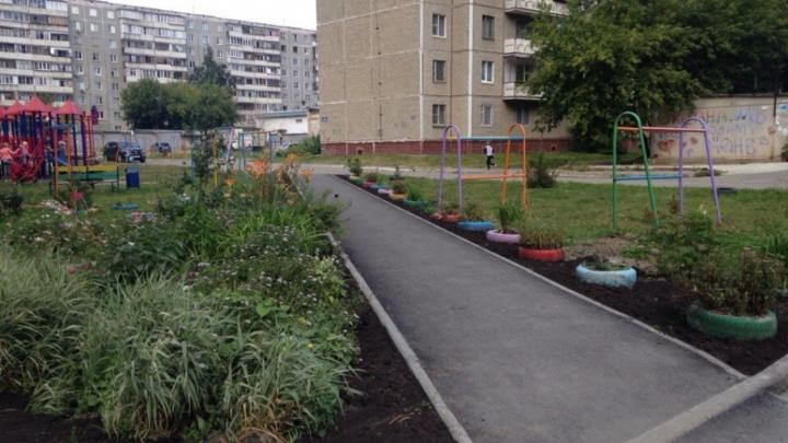 Высокий бордюр и дерево на тротуаре: челябинцы высказали претензии по ремонту дворов