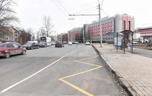 В Ярославле отремонтировали дыру в тротуаре, куда провалился мужчина
