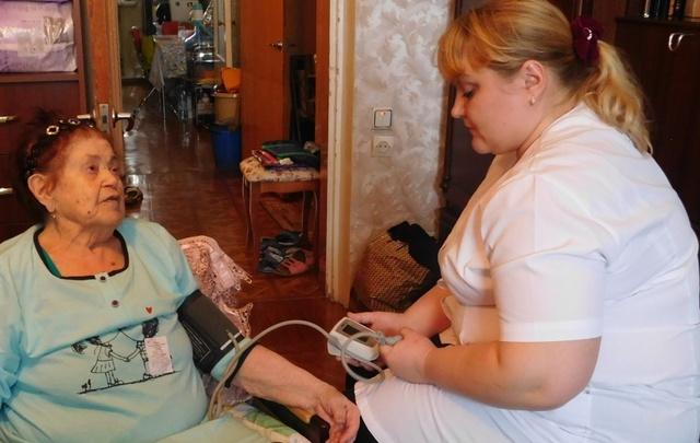 В Ростове ветеранов ВОВ медики готовят к параду Победы