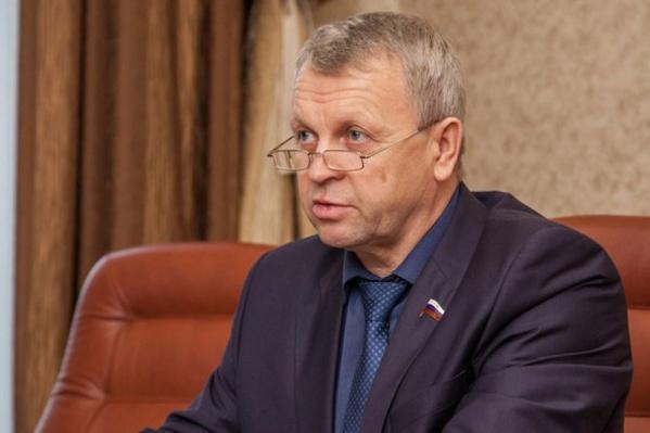 Депутат отправил запрос в прокуратуру из-за того, что его предприятию не заплатили за кирпичи