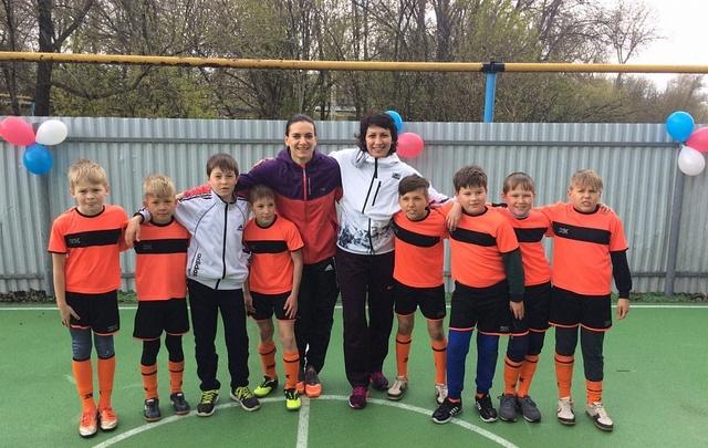 Елена Исинбаева открыла спортивную площадку под Волгоградом