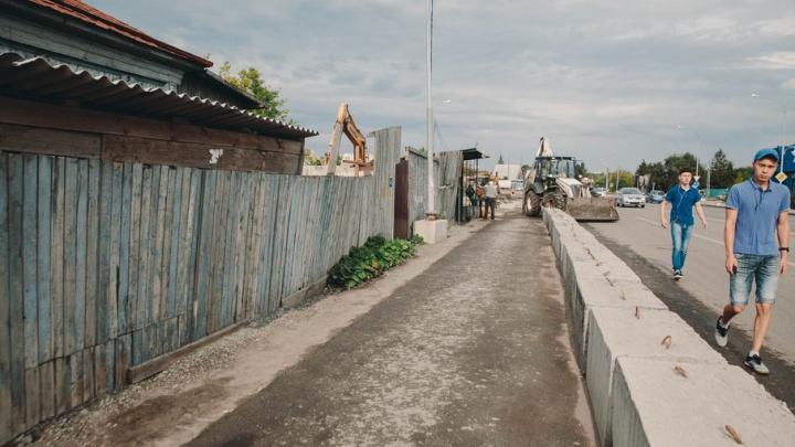Хозяйке дома на Московском тракте, который мешает реконструкции дороги, угрожают поджогом