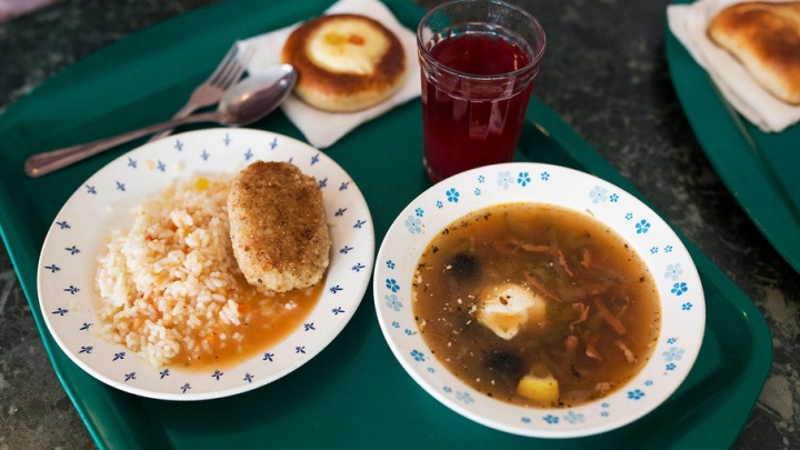 В четырёх ярославских школах детей кормили из разбитой посуды
