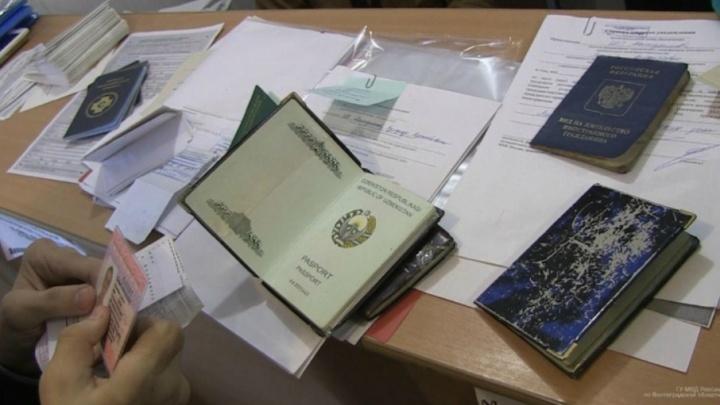 В Волжском задержали специалиста по подделке документов для мигрантов