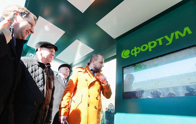 «Трудно разбить»: мэр Челябинска протестировал первую в городе тёплую остановку