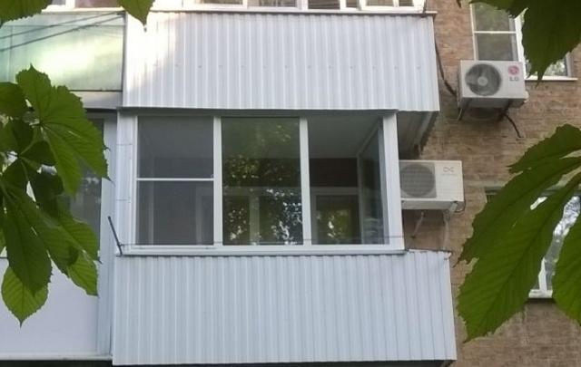 Как быстро и недорого привести в порядок балкон: советы специалистов