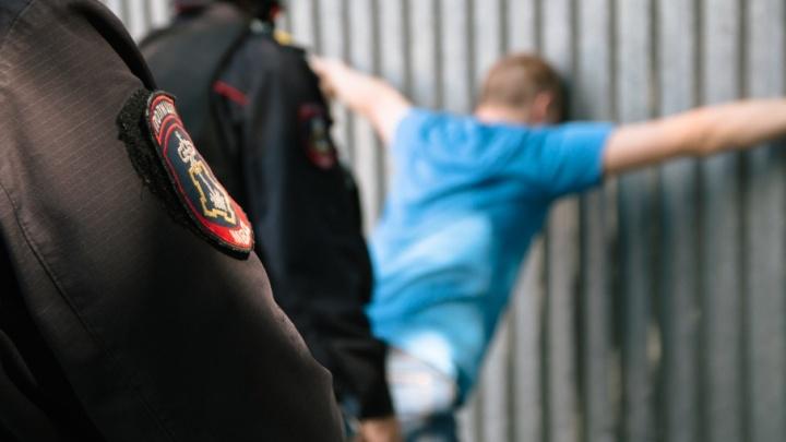 В Самаре задержали расклейщика объявлений, находящегося в федеральном розыске