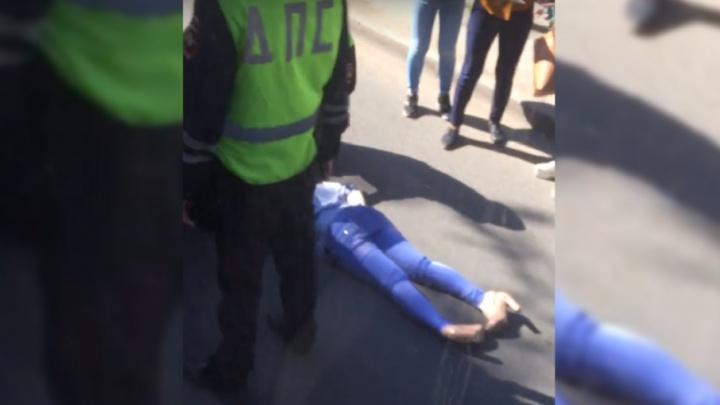 Перебегала дорогу в неположенном месте: на Киевской сбили девушку