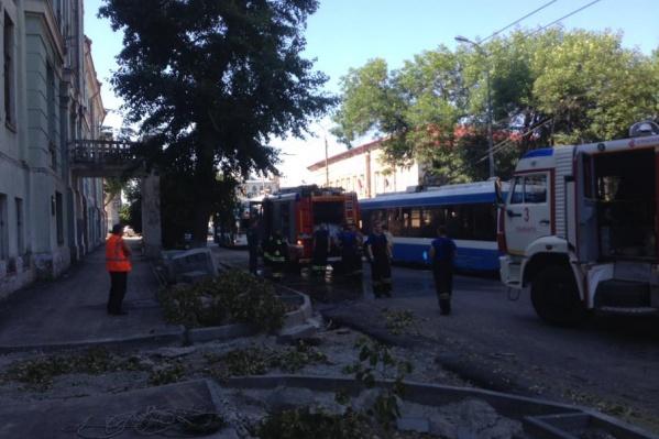 На месте происшествия работали четыре пожарных расчёта