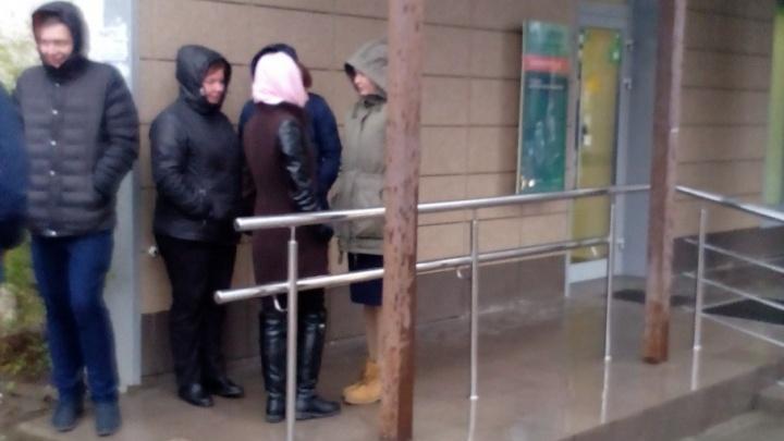 В Дзержинском районе Волгограда эвакуировали отделение Сбербанка