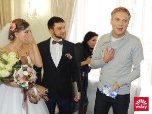 Молодожёны за 10 месяцев убедили Светлакова приехать к ним на свадьбу