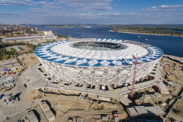 Владельцев коптеров отодвинули от строящегося стадиона