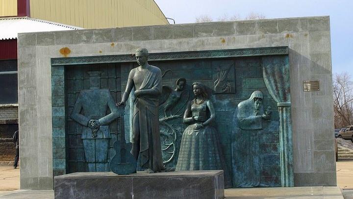 Памятник Владимиру Высоцкому в Самаре облицуют гранитом