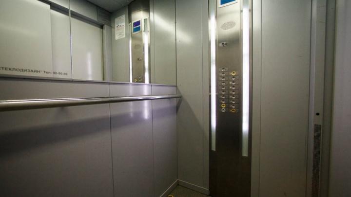 В тюменских домах заменят 88 старых лифтов