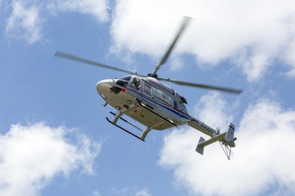 Вертолет снабжен всем необходимым для экстренного оказания помощи