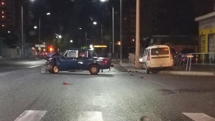 Ночное ДТП на Чернышевского, где пострадали водители легковушек, устроил 19-летний тюменец