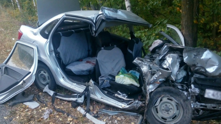В Самарской области «Лада-Гранта» влетела в самосвал: погиб пассажир