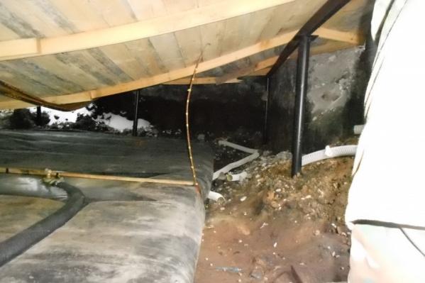 Силовики нашли дизельное топливо в подвале