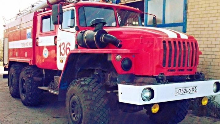 В Самарской области пожарные спасли женщину из горящего гаража