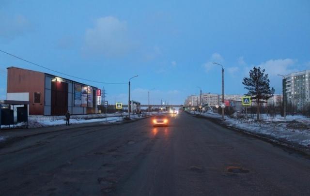 В Северодвинске ослепленный солнцем водитель не заметил и сбил молодую девушку
