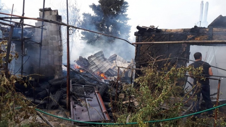 В Советском районе Волгограда дотла сгорел частный дом