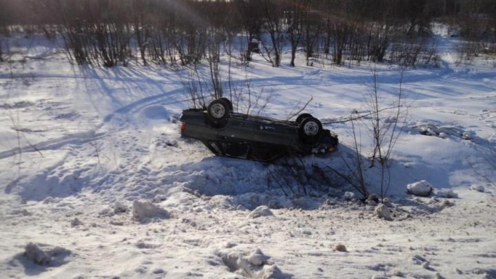 В Приморском районе LADA Samara улетела в кювет, пострадал водитель
