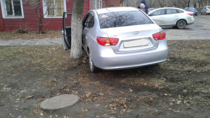 В Новокуйбышевске молодой водитель Hyundai сбил пешехода-нарушителя и врезался в дерево