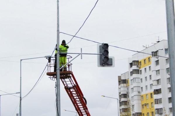 Восстановить электроэнергию планируют в течение дня