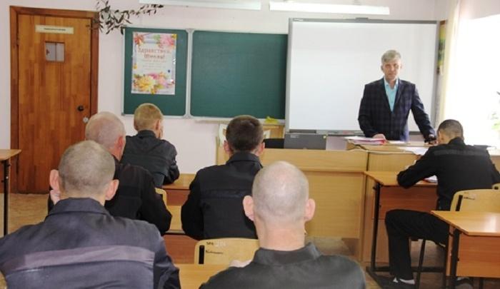 В школы при тюменских колониях пошли 1350 осужденных