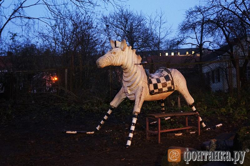 Во дворика прячутся многочисленные скульптуры