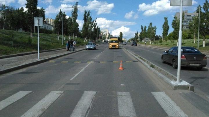 В Волгоградской области под колеса автомобилей попали двое детей
