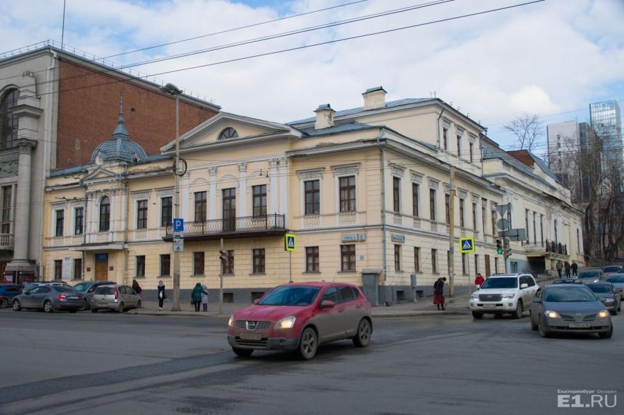 Перекрёсток улиц Карла Либкнехта и Первомайской.