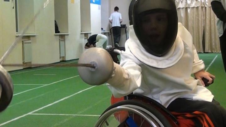 Мечты сбываются: футболисты подарили маленькому ростовчанину фехтовальную коляску