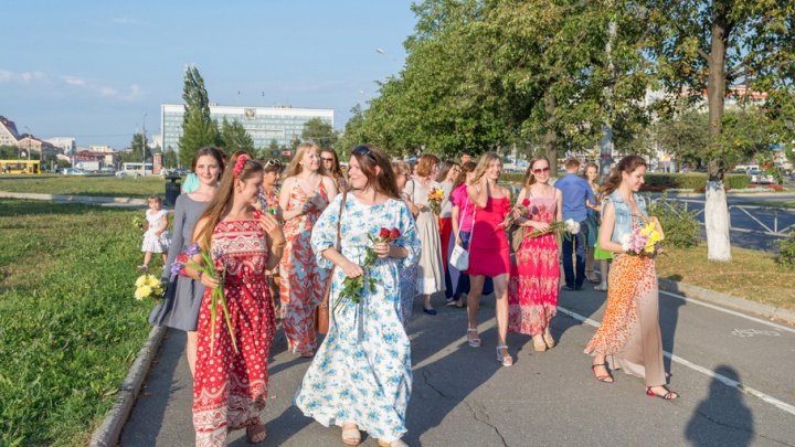 «Чтобы украсить этот мир»: в Перми дамы в платьях устроят флешмоб женственности