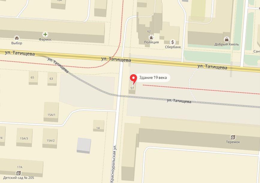 На карте здание ещё значится, а вот в действительности от него не осталось и следа. Дом перенесли на улицу Синяева.